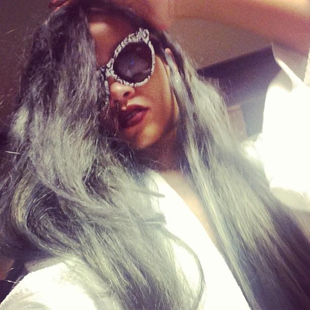 Rihanna grigia