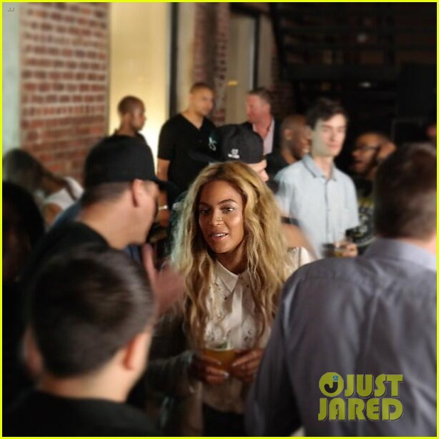 beyonce-jay-z-magna-carta-holy-grail-launch-party-03