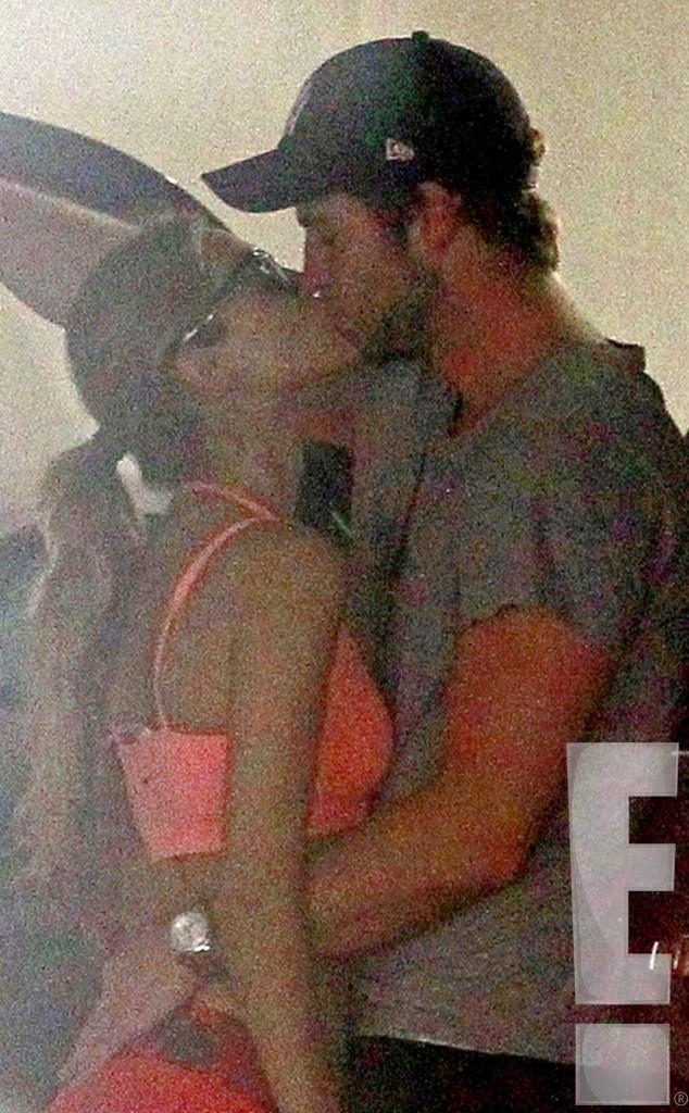 Liam-Hemsworth-bacia.Eliza-post-rottura.Miley_