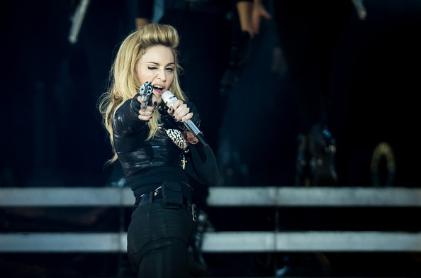 Madonna-MDNA-gun
