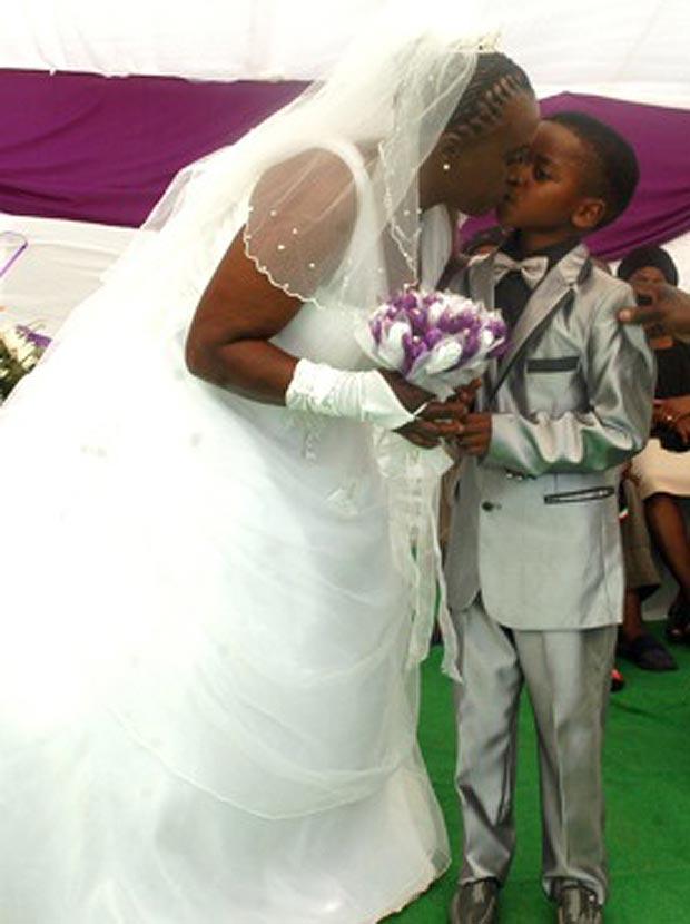 anziana sposa bambino 61 anni 8 anni