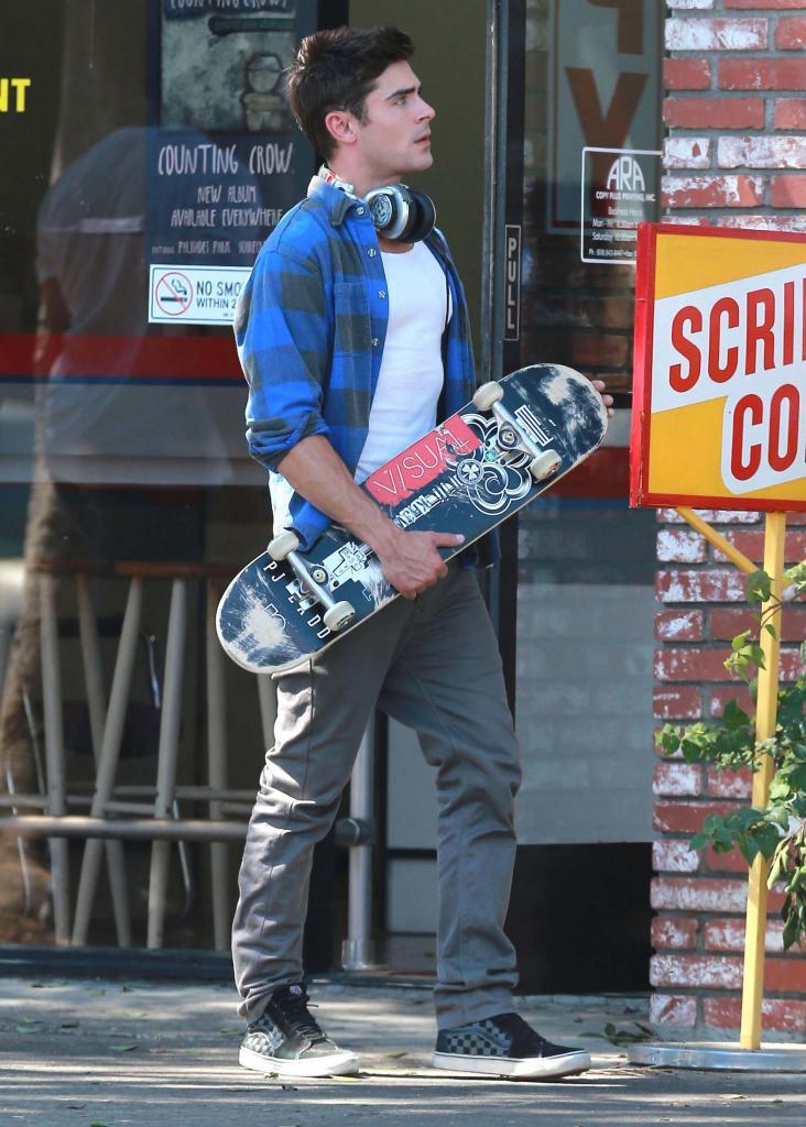 Zac Efron (2)