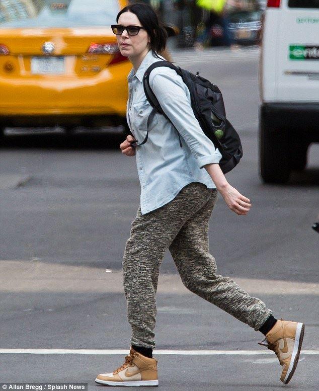 Laura Prepon look like lesbian (3)