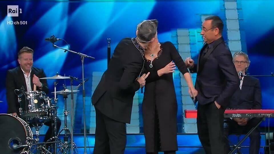 Maria De Filippi Robbie Williams bacio