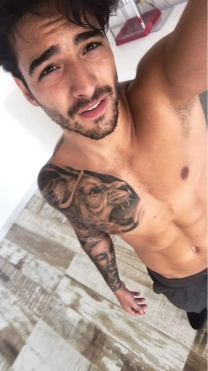 Maluma selfie after gym (5)