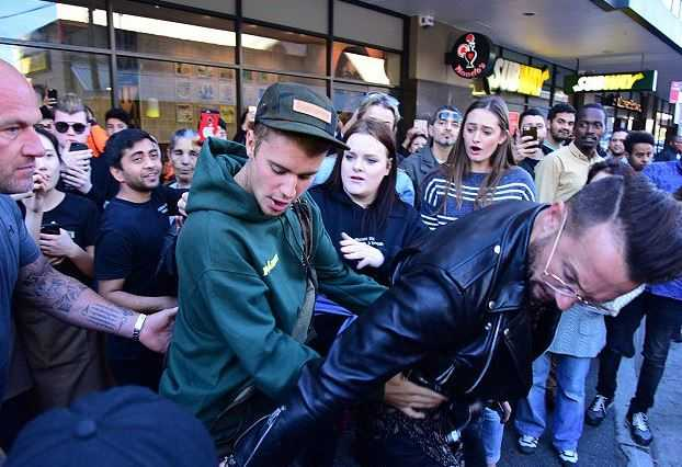 Justin Bieber and Carl Lentz (3)