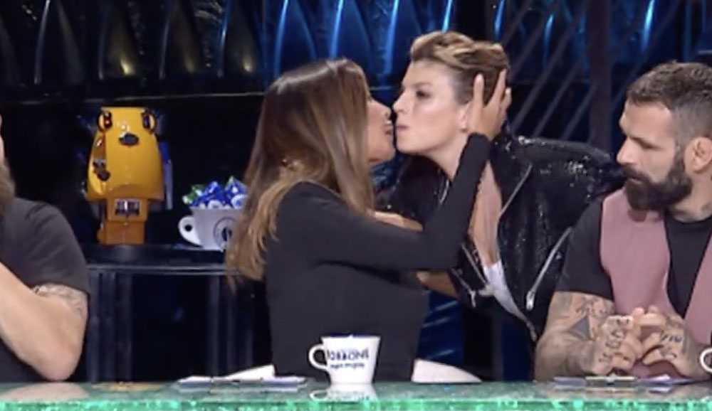 Belen Rodriguez Emma Marrone bacio