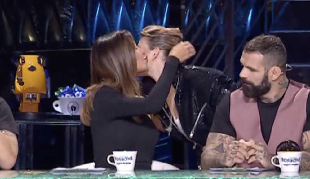 Belen bacia Emma